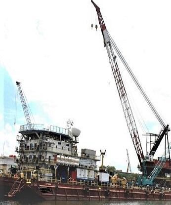 ACCOMMODATION CRANE BARGE C/W REVOLVING 500TONS CRANE CAPACITY ON PROMPT SALE - DIRECT OWNER